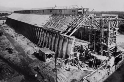 Le hangar à chlorures du carreau Rodolphe lors de sa construction